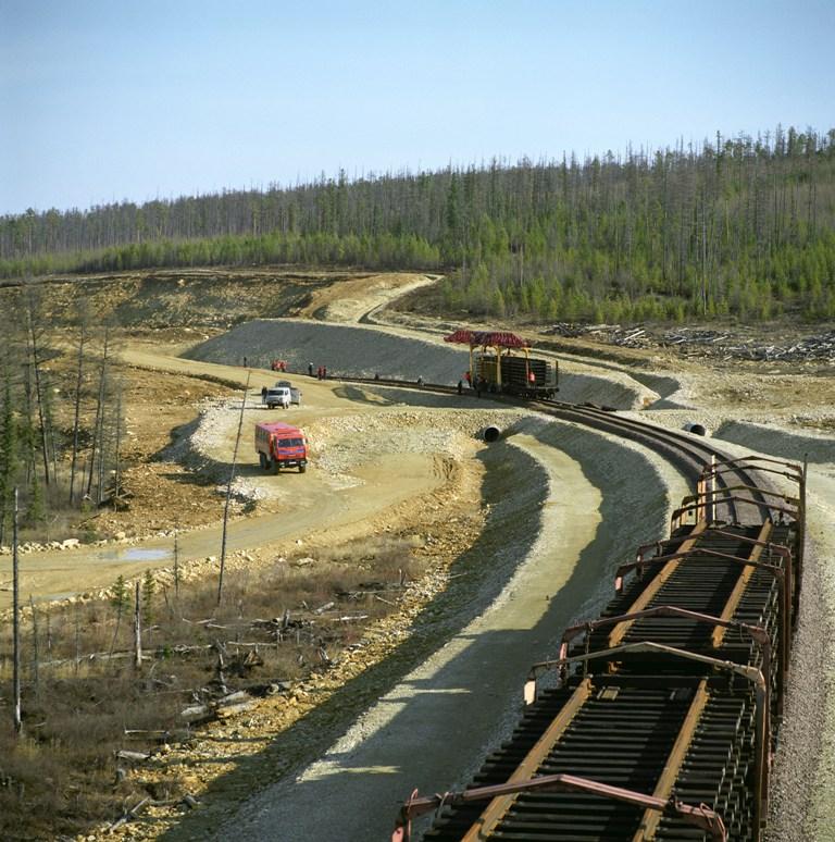 Объем перевозки грузов по железной дороге растет
