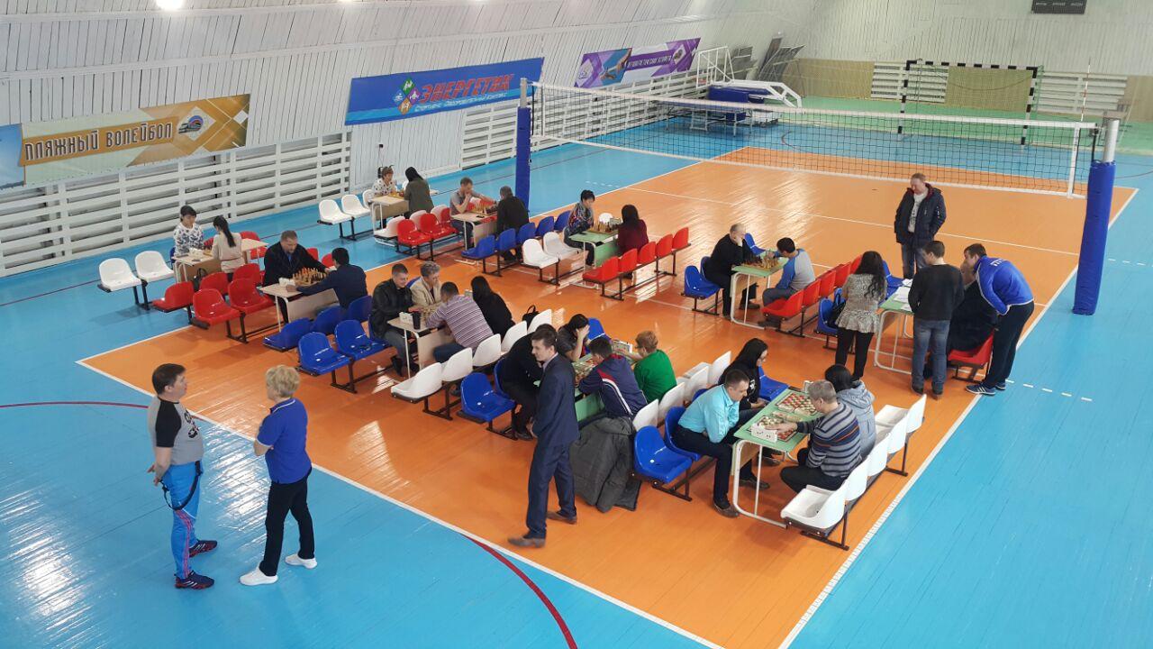 В минувшие выходные в спорткомплексе «Локомотив» в Алдане прошли соревнованиями по шашкам и шахматам