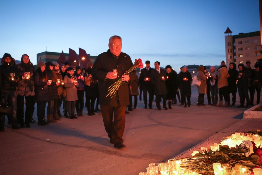 Егор Борисов принял участие в траурном мероприятии в память о погибших при взрыве в Санкт-Петербурге