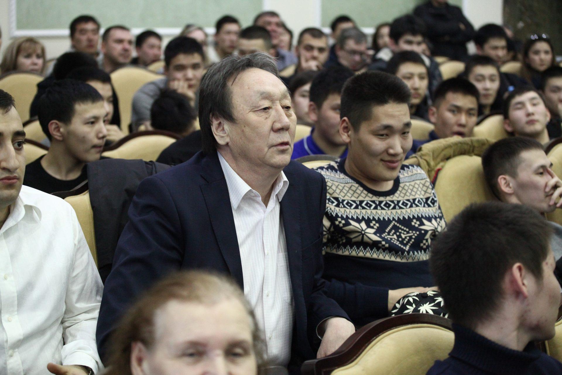 Аншлаг ПЕТРОСЯНА в Якутске или кому продемонстрировал силу «Правильный мент»?