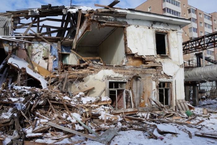 В Якутске сносят аварийное жилье и строят новые дома