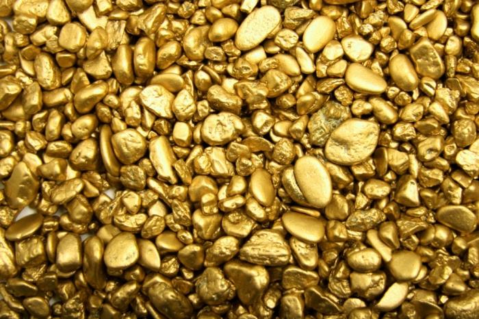 В Якутии мужчина нашел возле автостоянки шлиховое золото, стоящее больше 27 миллионов рублей, и присвоил его себе