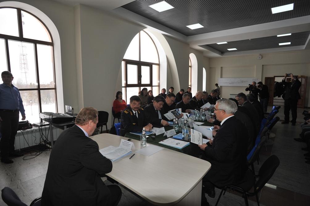 Народные депутаты республики ознакомились со строящимися объектами станции Нижний Бестях