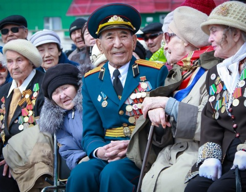 Ил Дархан издал Указ об единовременных денежных выплатах, в связи 72-летием Великой Победы
