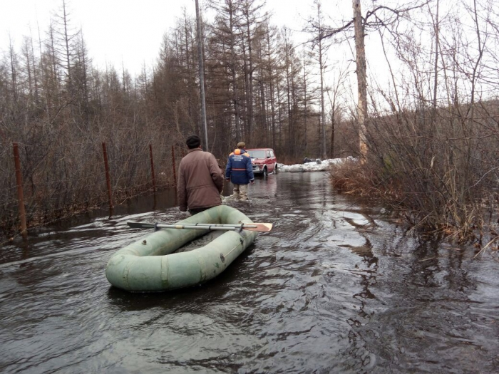 Шесть человек спасли на реке Чульман