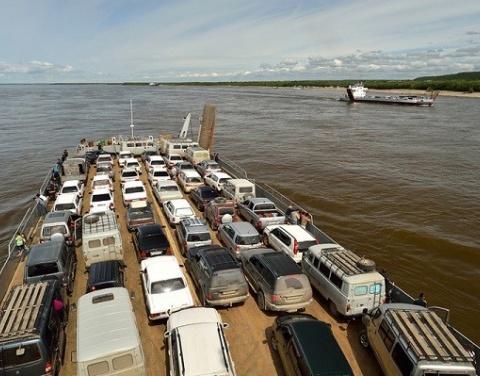 Паромы СК «Якутск» начали курсировать по маршруту Якутск-Нижний Бестях