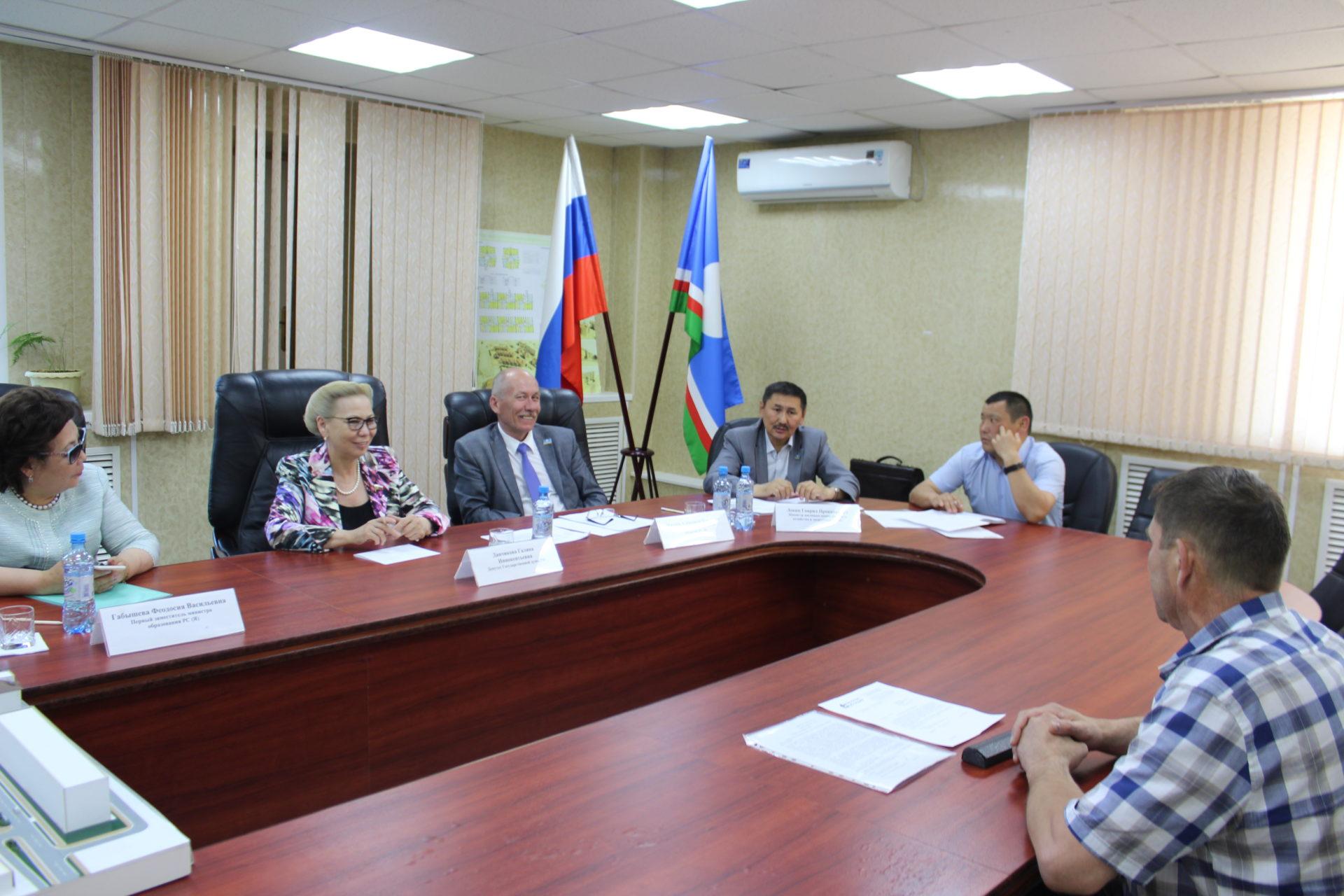 Галина Данчикова провела прием граждан в поселке речников Жатай