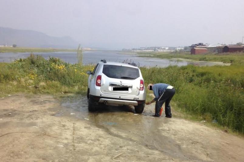 За мойку машин на берегу озер и рек Якутии — штраф до 20 тысяч рублей