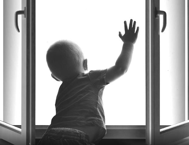 В городе Якутске зафиксированы случаи падения малолетних детей из окон домов