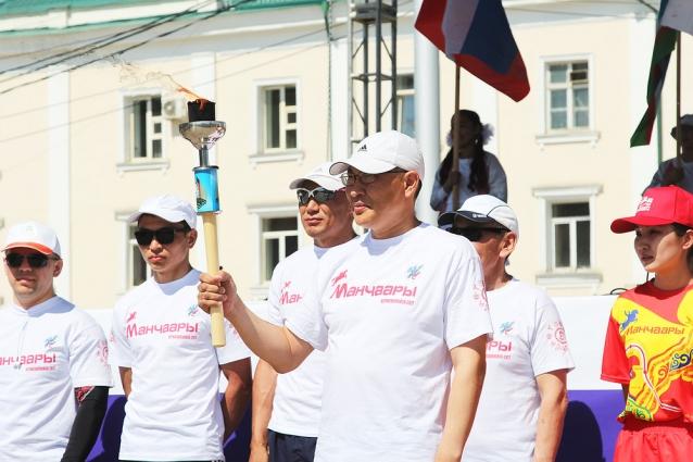 Якутск принял эстафету огня XX Игр Манчаары