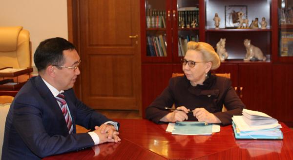 Галина Данчикова и Айсен Николаев обсудили волнующие горожан вопросы