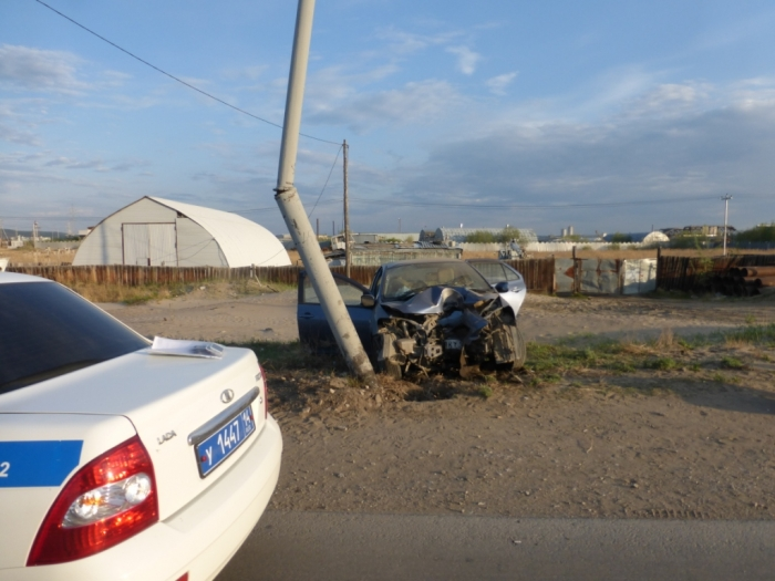 В Якутске произошло ДТП со смертельным исходом: девушка-водитель заснула, и автомобиль врезался в опору уличного освещения