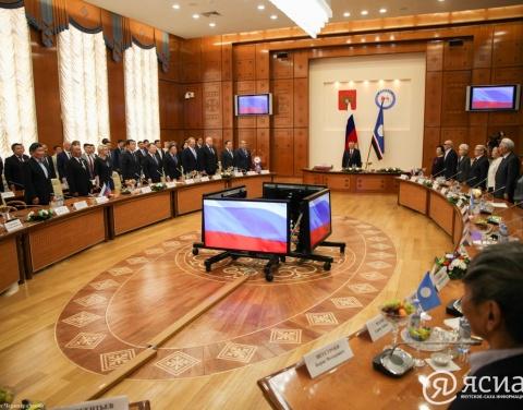 Егор Борисов вручил госнаграды якутянам за вклад в развитие республики