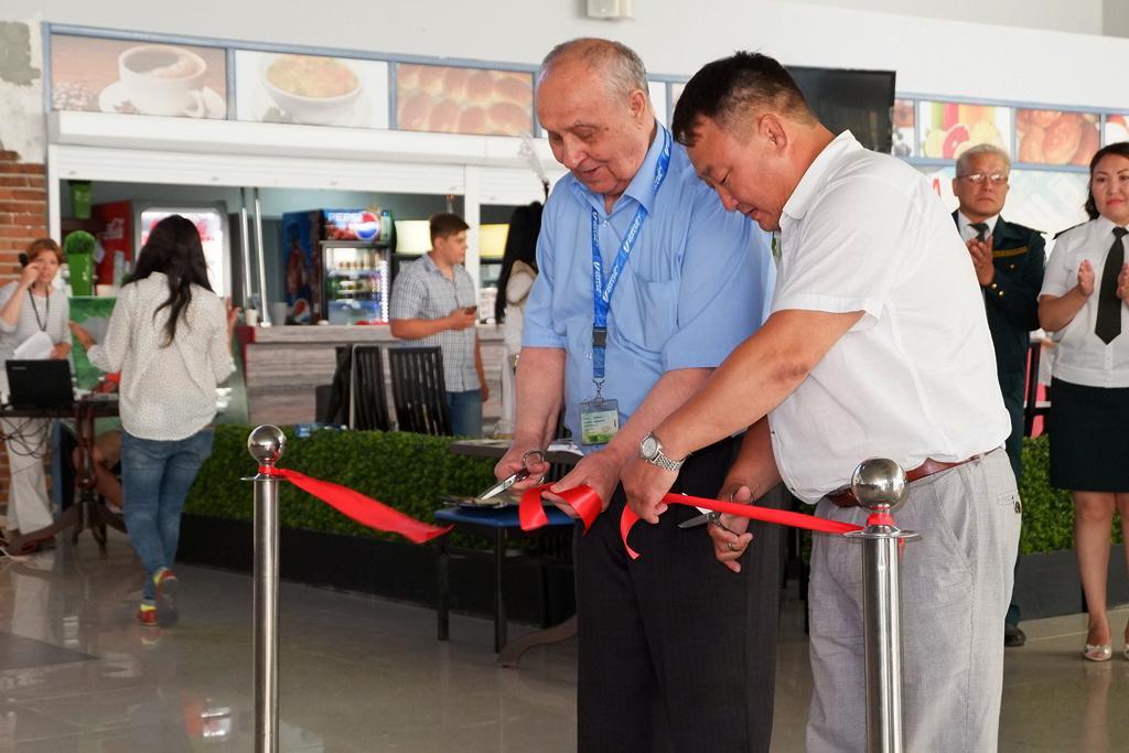 В аэропорту Якутска открылась фотовыставка, посвященная птицам Якутии