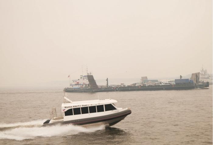 В окрестностях Якутска из-за сильного дыма внесены изменения в работе переправ через Лену