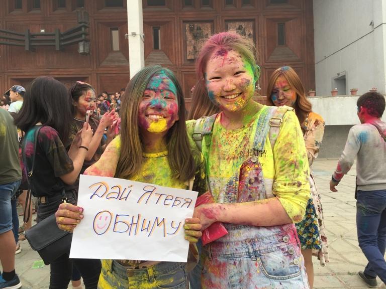 Фестиваль красок «Холи»: и даже смог был им нипочём!