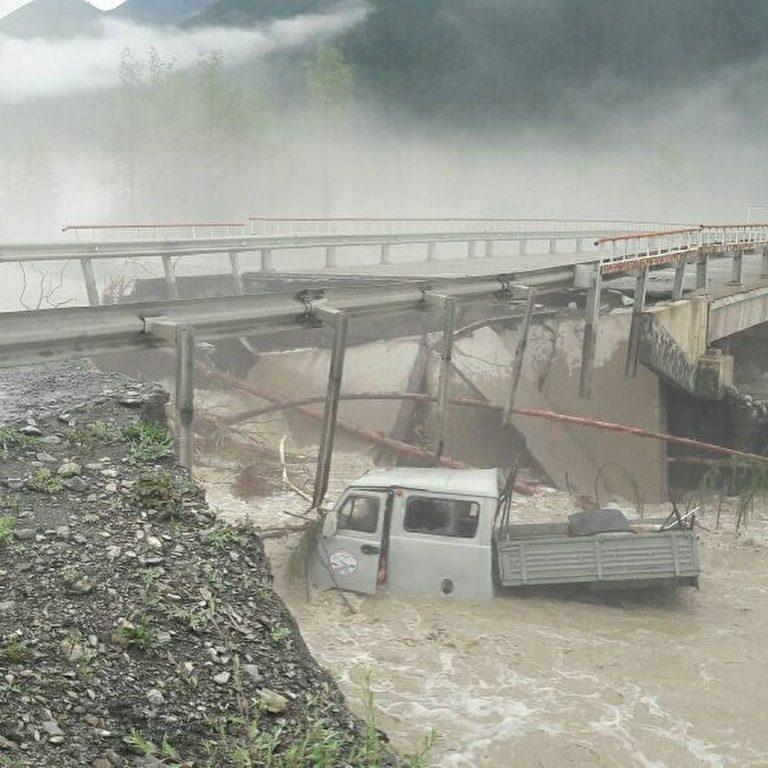 На федеральной дороге Колыма в Якутии обрушился мост