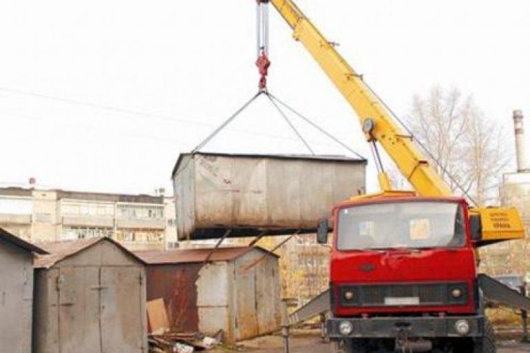 В Якутске вывозятся незаконно установленные гаражи