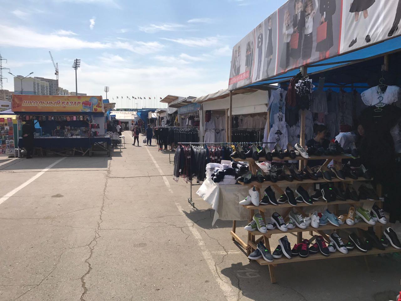 «Школьный базар» на Комсомольской площади: Цены дикие!