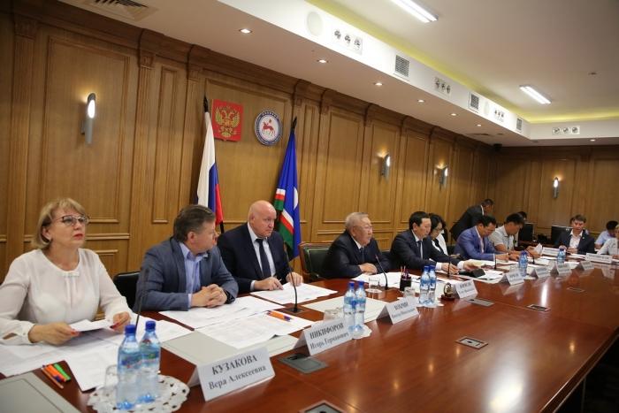 Егор Борисов заявил о персональной ответственности глав за срыв программы по переселению граждан из аварийного жилищного фонда