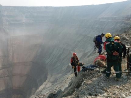 Промышленные альпинисты приступили к работе на шахте