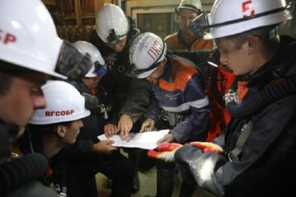 Горноспасатели разобрали более 200 метров завалов в ходе поисково-спасательных работ на руднике «Мир»