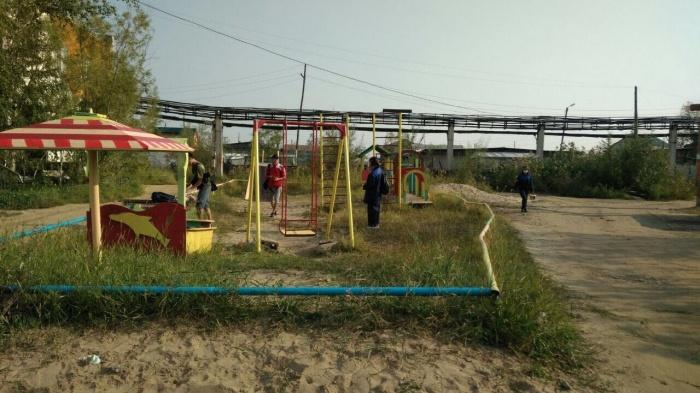 Год добра: молодежь продолжает реставрацию детских площадок