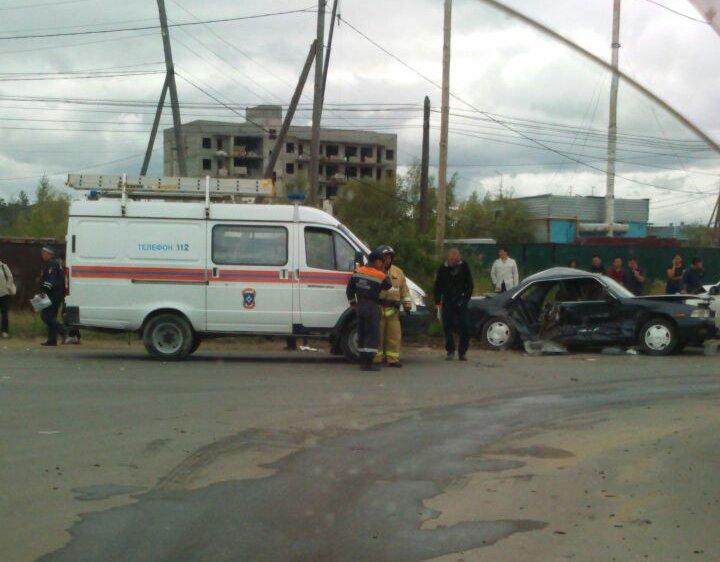 Фотофакт: в ДТП на перекрестке погиб человек
