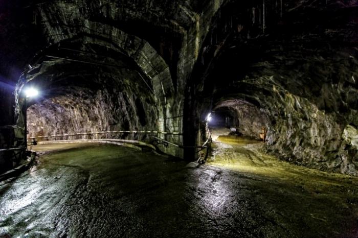 """АЛРОСА: шахтеров в руднике """"Мир"""" уже не ищут 6-й день"""