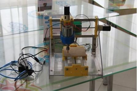 Дети-инженеры: школьники изобрели станок для очистки ягод