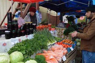 """Директор Крестьянского рынка """"Сайсары"""": Продавец обвесивший покупателя был наказан"""
