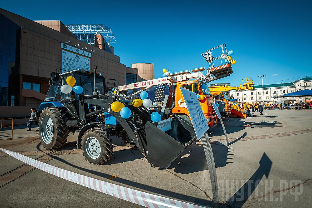 В городе Якутске прошел большой парад коммунальной техники