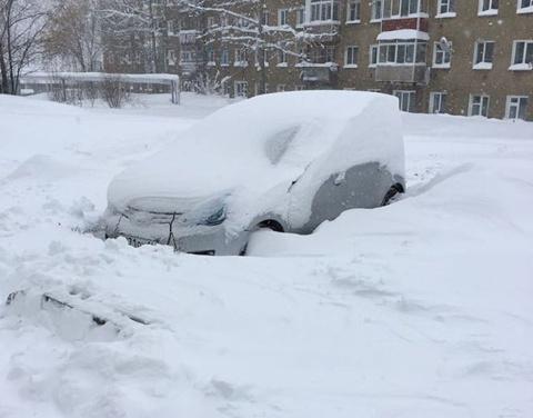 В Алдане ликвидируют последствия аномального снегопада