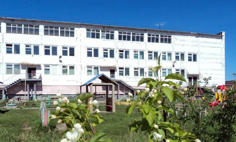 В Покровске трехлетний ребенок выпал из окна третьего этажа здания детского сада
