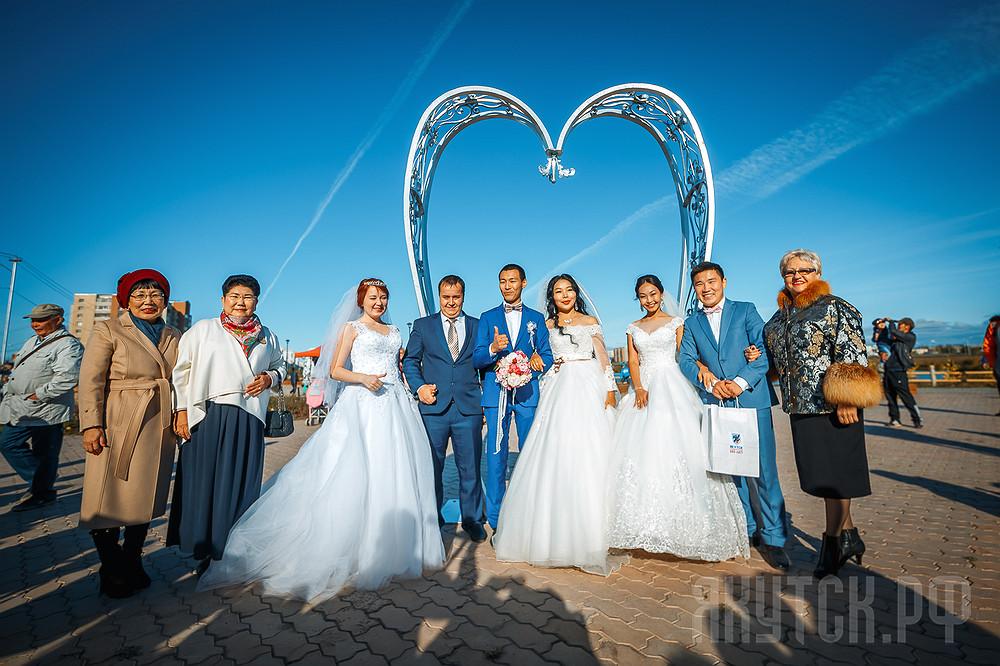 На площади Матери состоялось торжественное открытие инсталляции «Сердце»