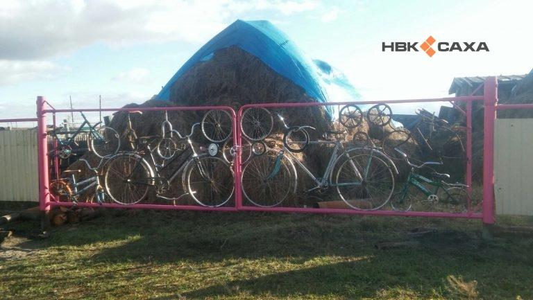 Житель Якутии смастерил забор из велосипедов