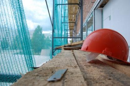 В Якутске следователи устанавливают обстоятельства гибели мужчины на строительном объекте