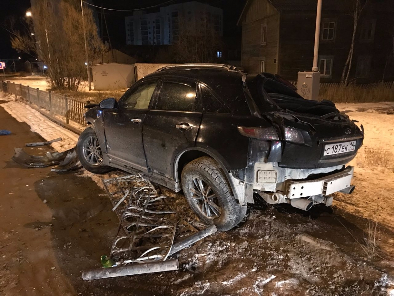 Страшное ДТП в Якутске, водителя выбросило из салона