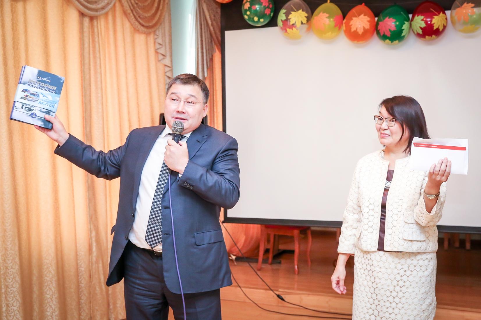 Гендиректор аэропорта «Якутск» поздравил учителей с профессиональным праздником