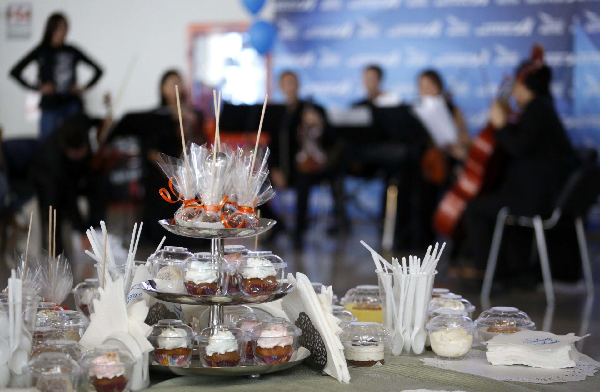 В честь юбилея аэропорта «Якутск» концерт классической музыки и сладкие угощения пассажирам