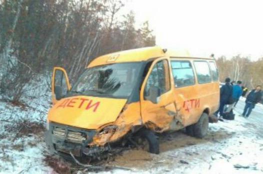 В Намском районе произошло ДТП с участием школьного микроавтобуса