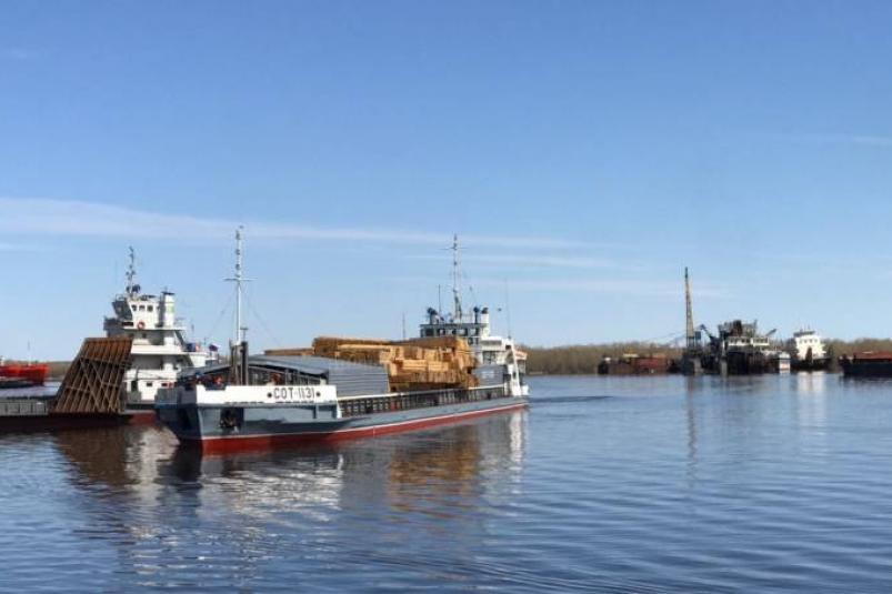 Осетровский речпорт покупает Якутский речной порт
