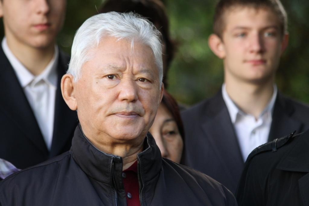 Знаком «За вклад в развитие парламентаризма в Республике Саха (Якутия)» первым награжден Михаил Николаев