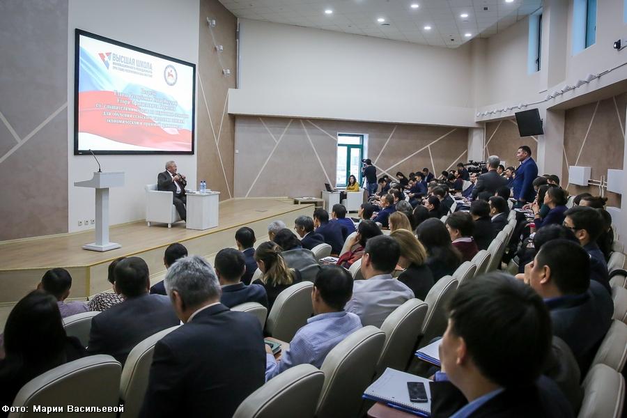 Егор Борисов встретился со слушателями ВШИМ – будущими лекторами в сёлах Якутии