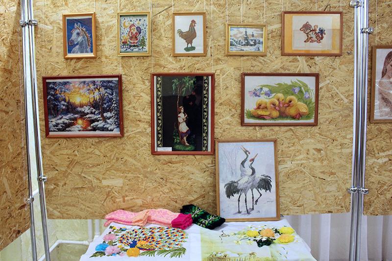 Открылась выставка вышитых работ ансамбля «У Нади» из Усть-Майского улуса