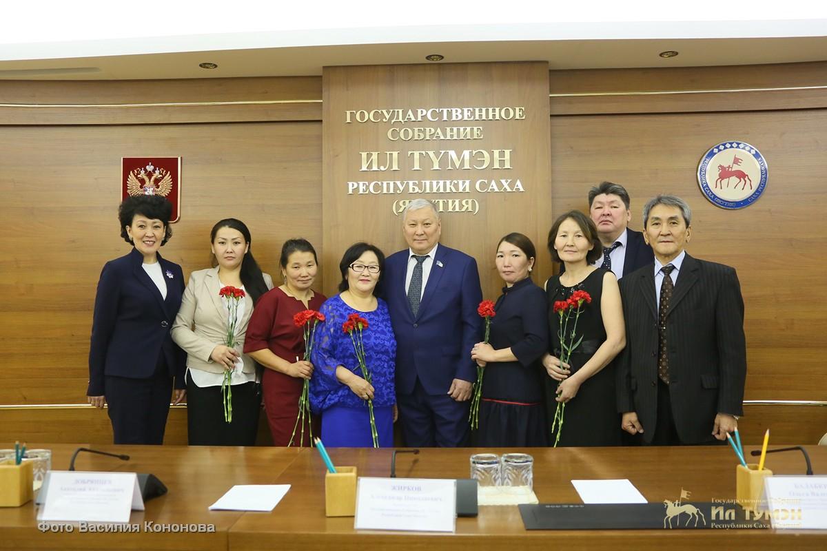 В парламенте состоялась встреча с матерями-героинями Нюрбинского района