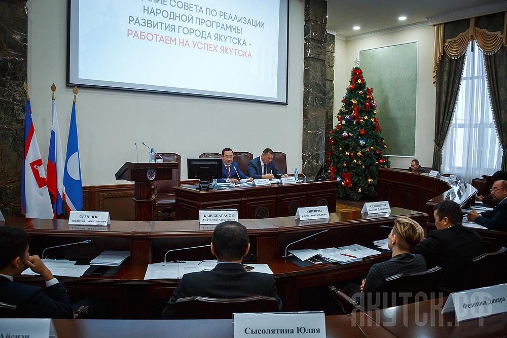 Айсен Николаев провел первое заседание Совета по реализации Народной программы развития столицы