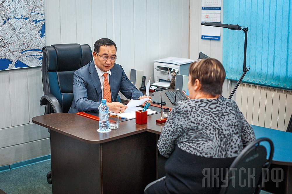 Айсен Николаев рассмотрел обращения жителей Центрального округа