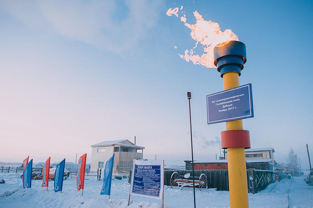 В Ожулунском наслеге зажжен факел голубого топлива!