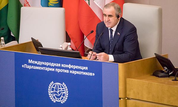 Сергей Неверов предложил обсудить введение обязательного тестирования на наркотики в школах